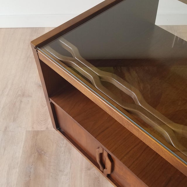 Vintage Mid-Century Modern Walnut Side Tables With Glass Tops - a Pair For Sale - Image 11 of 13