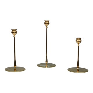 Robert R Jarvie Style Brass Candlesticks By Virginia Metalcrafters -Set of 3 For Sale