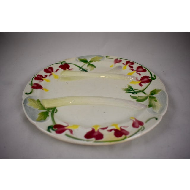 Late 19th Century K&G St. Clément French Faïence Bleeding Heart Asparagus Plate For Sale - Image 5 of 10