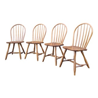 Vintage Hunt Country Spoonback Windsor Golden Oak Side Chairs - Set of 4 For Sale