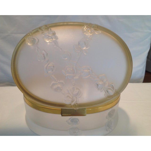 1960s Oval Lalique Hinged Box With Gilt Metal Mounts For Sale - Image 5 of 13