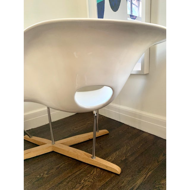 """Metal Mid Century Charles Eames """"La Chaise"""" White Lounge Chair For Sale - Image 7 of 9"""