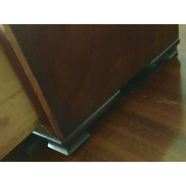 1800-1810 Antique Federal Mahogany Bow Front Dressing Glass For Sale - Image 4 of 11