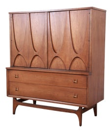 Image of Sculpting Dressers and Chests of Drawers