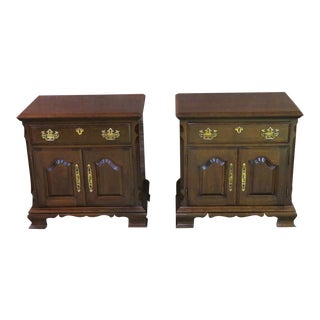 1960s Traditional Pennsylvania House Cherry Night Stands - a Pair For Sale