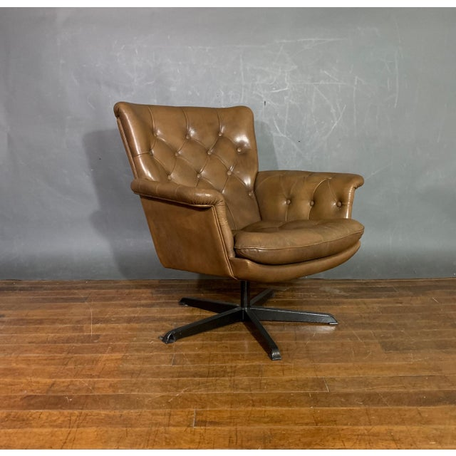Pair Scandinavian Deep-Buttoned Leather Swivel Chairs, 1970s For Sale In New York - Image 6 of 11