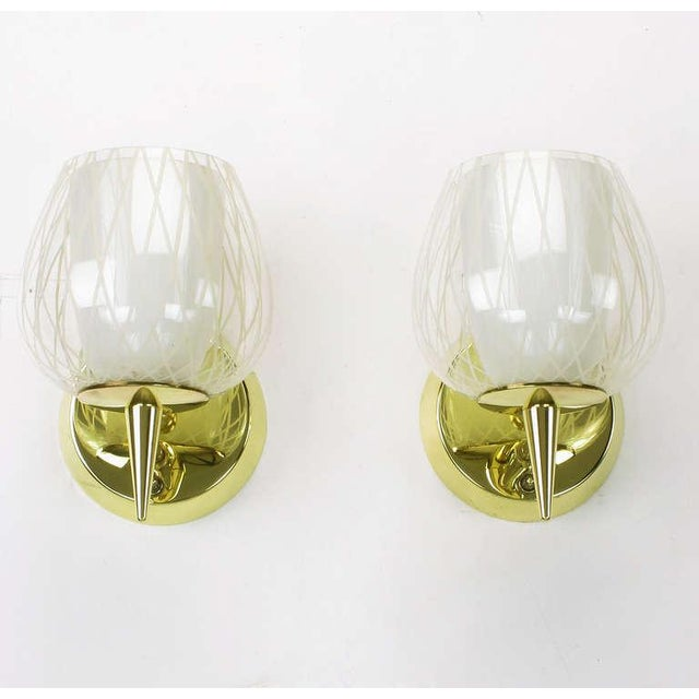 Mid-Century Modern Pair of Gerald Thurston for Lightolier Etched Glass and Brass Sconces For Sale - Image 3 of 11