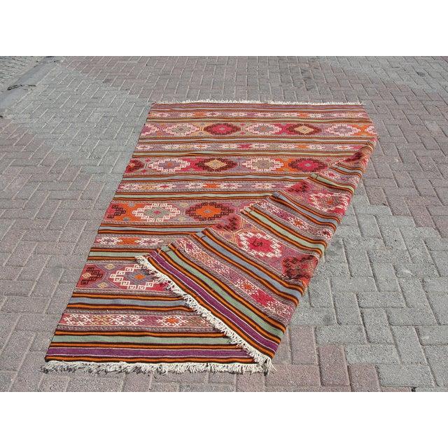 "Vintage Turkish Kilim Rug - 5'5"" x 8'7"" For Sale - Image 11 of 11"