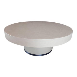 1970s Mid-Century Modern Round Lacquered Beige to White Cloth Raffia Coffee Table For Sale