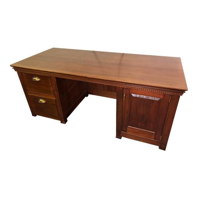 1990s Traditional Partner Mahogany Desk For Sale