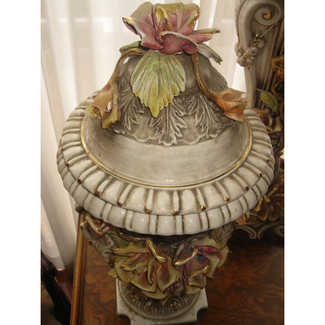 Capodimonte Jardiniere and Pedestal - A Pair For Sale In Los Angeles - Image 6 of 9