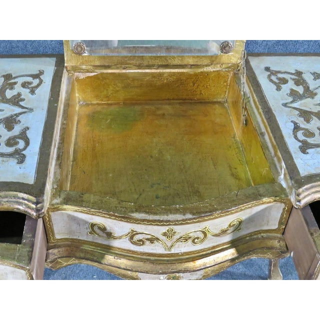 Early 20th Century Florentine Italian Gilded Gold Leaf Ladies Mirrored Vanity Makeup Table C1920 For Sale - Image 5 of 10