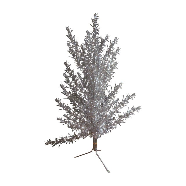 Aluminum Christmas Tree With Box Sleeves - 4' - Image 1 of 8