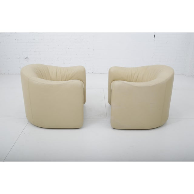 Metropolitan Leather Barrel Back Chairs, Metropolitan 1970's For Sale - Image 4 of 13