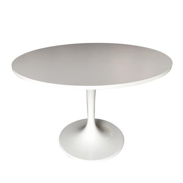 """White 41.5"""" Round Tulip Dining Table Designed by Eero Saarinen for Knoll For Sale - Image 8 of 8"""