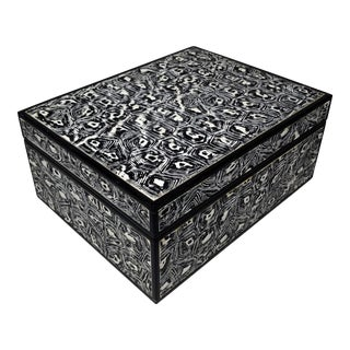 Mid-Century Modern Made Goods Black and White Faux Tortoiseshell Hinged Decorative Box For Sale