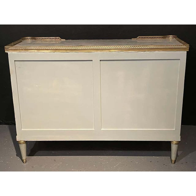 Pair of Commodes, Nightstands in Decorator Faux Linen Gray Paint Jansen Style For Sale - Image 12 of 13