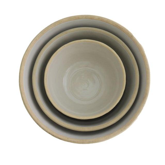 Antique Off White Stoneware Earthenware Farmhouse Round Nesting Mixing Bowl Set of 3 For Sale - Image 4 of 5