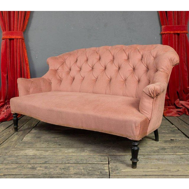 French 19th Century, French Pink Tufted Settee For Sale - Image 3 of 9