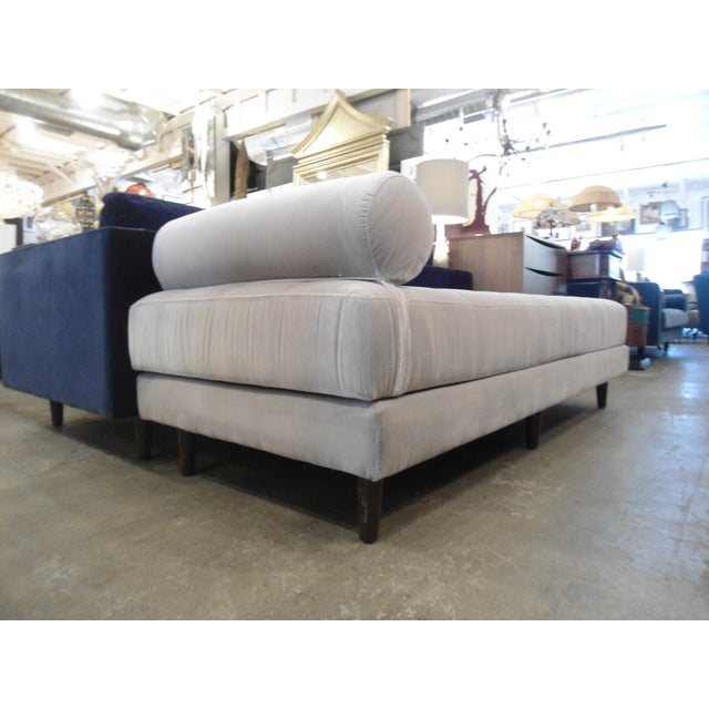Intuition Light Gray Tufted Velvet Daybed For Sale - Image 4 of 7