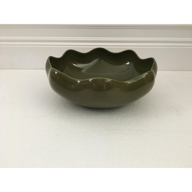 Ceramic 1980s Vintage Olive Green Ruffled Pottery Catchall For Sale - Image 7 of 9