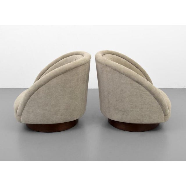 1960s Pair of Kagan Crescent Swivel Lounge Chairs, Usa, 1969 For Sale - Image 5 of 7