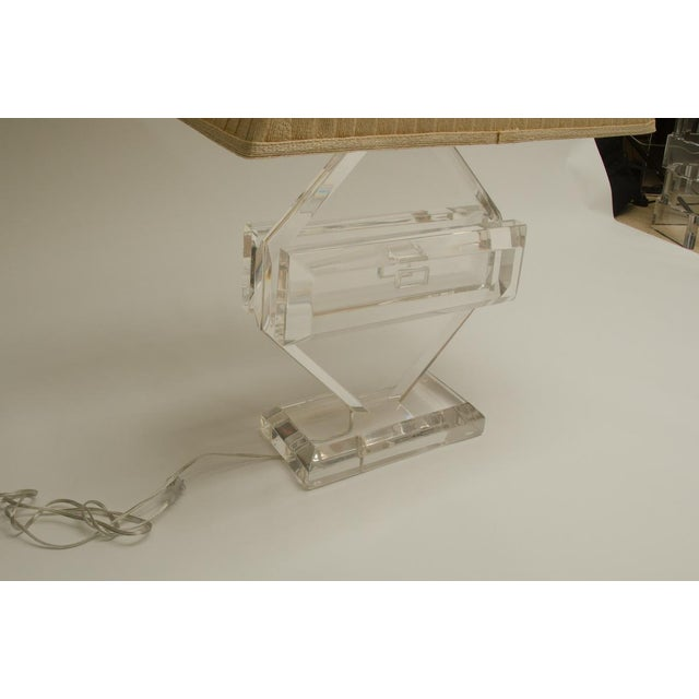 Fabulous Vintage Lucite Table Lamp, by Michael Oguns For Sale In New York - Image 6 of 7