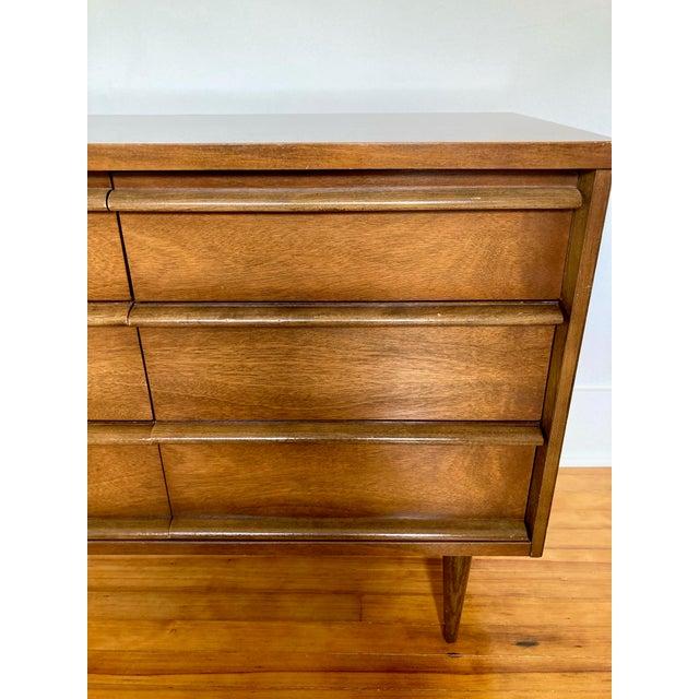 Wood Mid 19th Century Mid Century Modern Bassett 9 Drawer Lowboy Dresser For Sale - Image 7 of 12