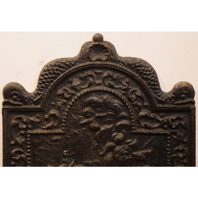 French Early 19th Century French Black Iron Arched Fireback For Sale - Image 3 of 6