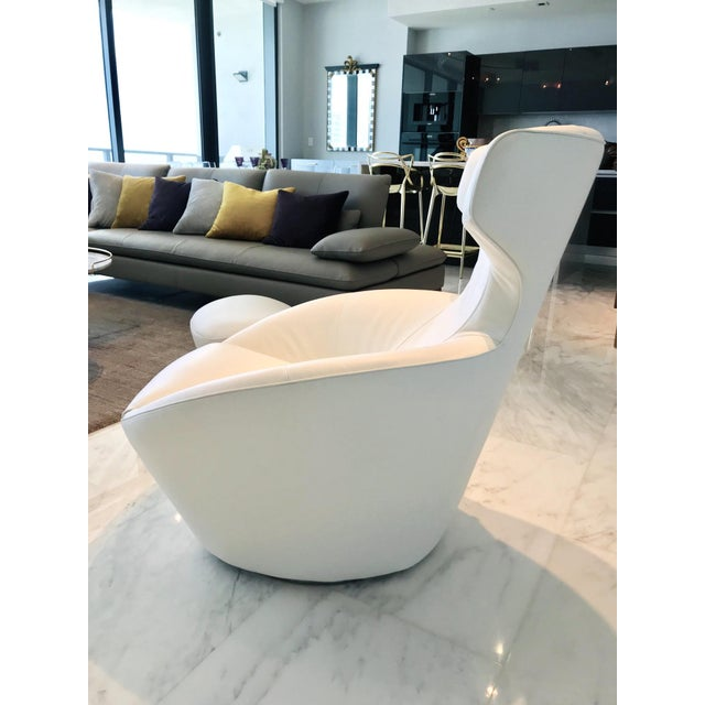 Roche Bobois Edito Swivel Lounge Chair in White Leather by Roche Bobois For Sale - Image 4 of 13