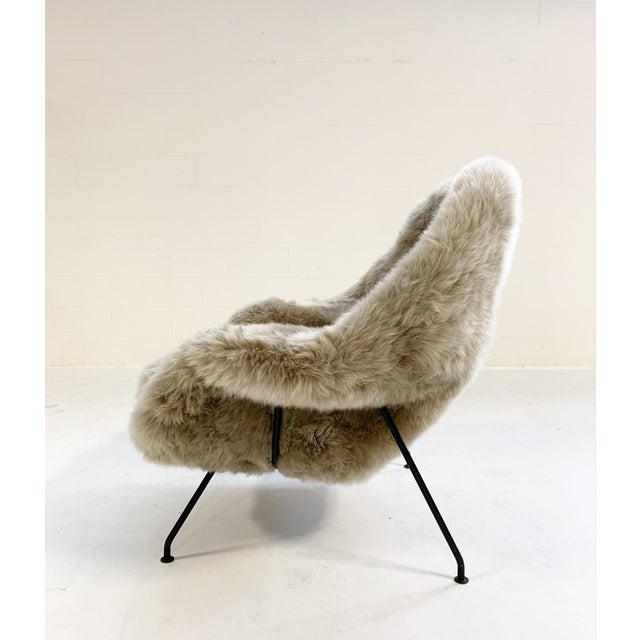 Mid 20th Century Vintage Eero Saarinen Womb Chair Restored in New Zealand Sheepskin For Sale - Image 5 of 10