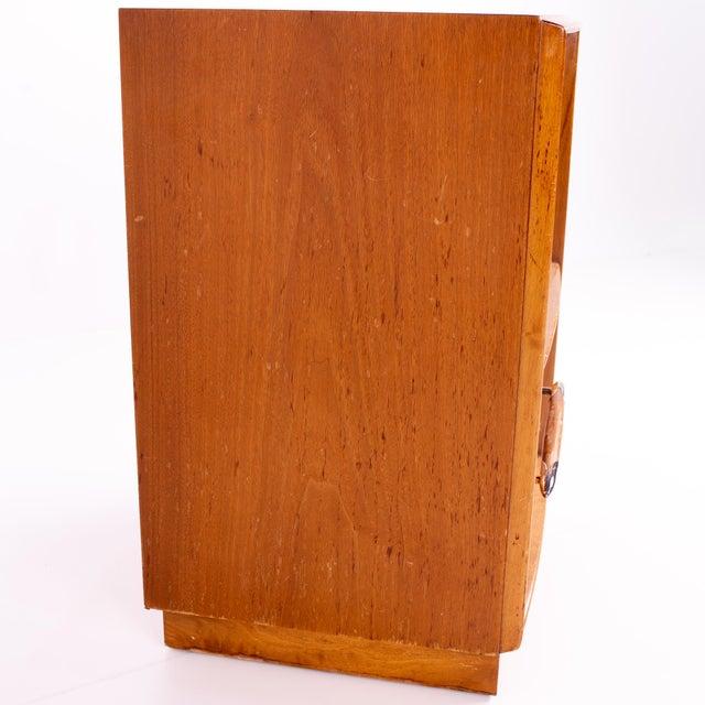 T. H. Robsjohn-Gibbings for Widdicomb Mid Century Nightstands - Pair For Sale - Image 9 of 13