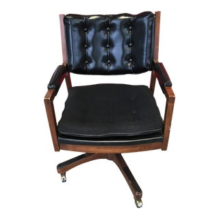 1970s Vintage Sculptural Walnut Swivel-Tilt Executive Chair by Paoli Chair Company For Sale