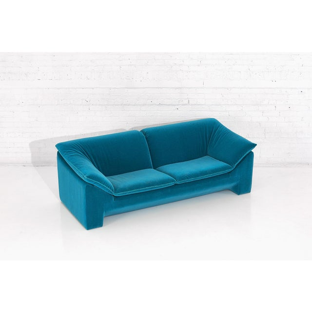"Mid-Century Modern Niels Eilersen ""Arizona"" Sofa by Jens Juul Eilersen Teal Mohair, 1970 For Sale - Image 3 of 9"