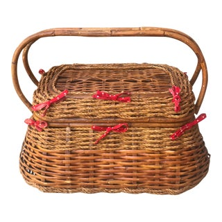 Vintage Woven Wicker Picnic Basket with Removable Lining For Sale