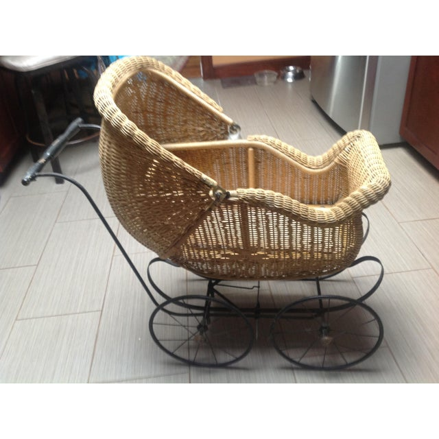 Early 1900's Victorian Baby Wicker Buggy For Sale In Cleveland - Image 6 of 10