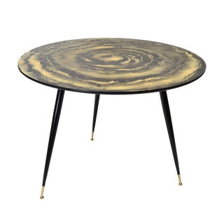 Mid-Century Modern Round Three-Legged Cocktail Table For Sale