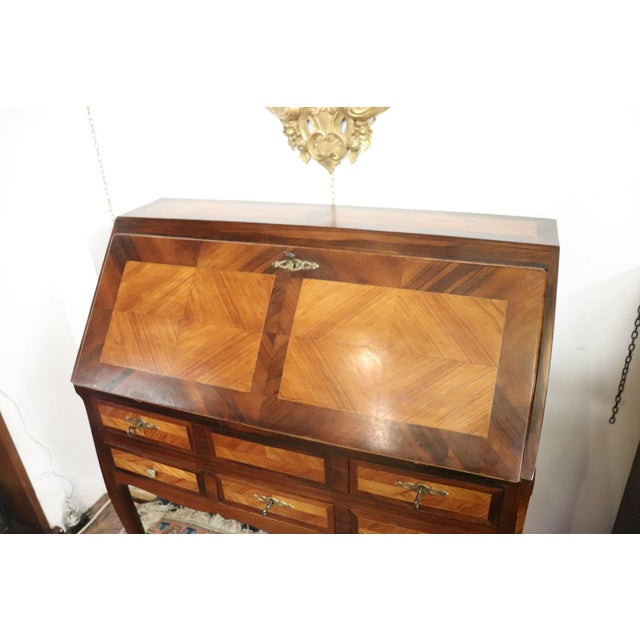 Important elegant chest with secretaire rosewood inlaid with wood essences of various types, antique Louis XV style...