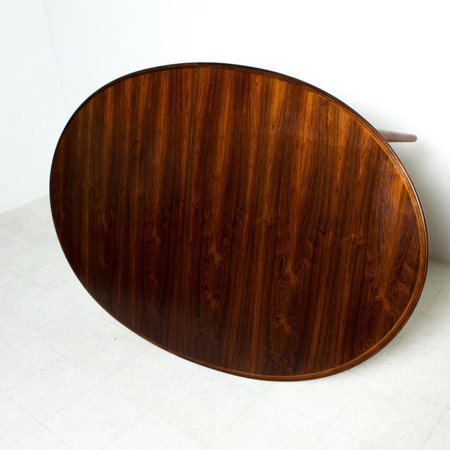 Wood Mid-Century Danish Modern Rosewood Oval Dining Table by Arne Vodder for Sibast For Sale - Image 7 of 9