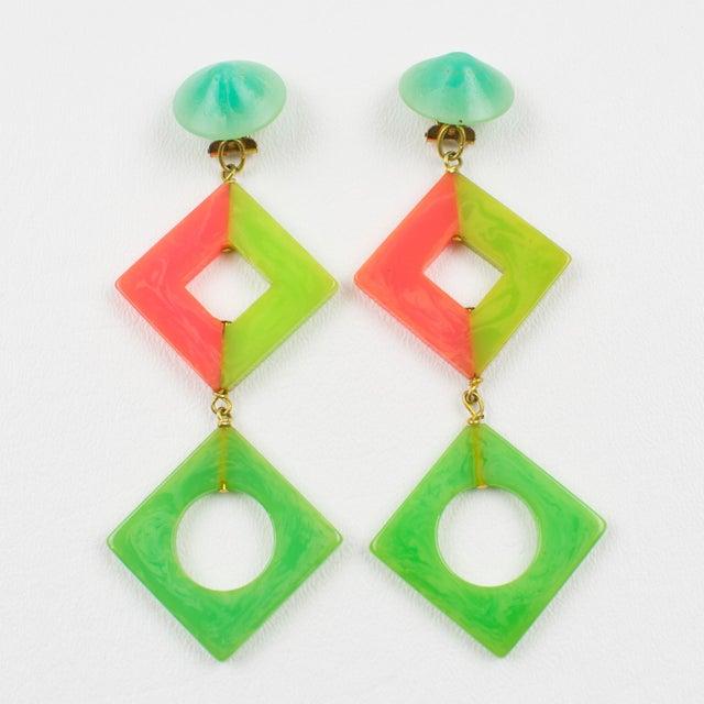 French Pop Art Bakelite Dangling Clip on Earrings Tutti Frutti Pastel Colors For Sale - Image 3 of 6