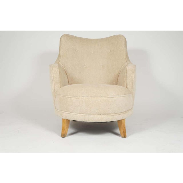Modern 1940s Barrel Back Moderne Freshly Upholstered Lounge Chairs After Gilbert Rohde, Pair For Sale - Image 3 of 12