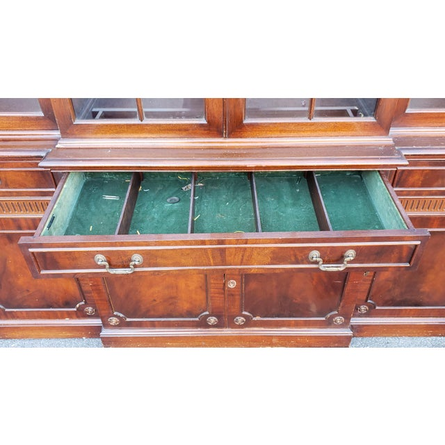 Traditional Mahogany 2 Part Dining Room Breakfront China Cabinet C1930s For Sale - Image 9 of 13