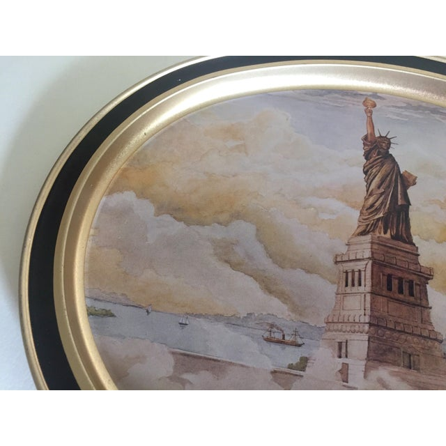 "Vintage 1985 "" Statue of Liberty "" Collector's Limited Edition Lithograph Sunshine Biscuit Oval Tin Serving Tray For Sale In Kansas City - Image 6 of 9"
