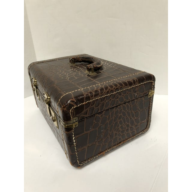 Leather 1950s Faux Gator Air Deb Train Case For Sale - Image 7 of 10