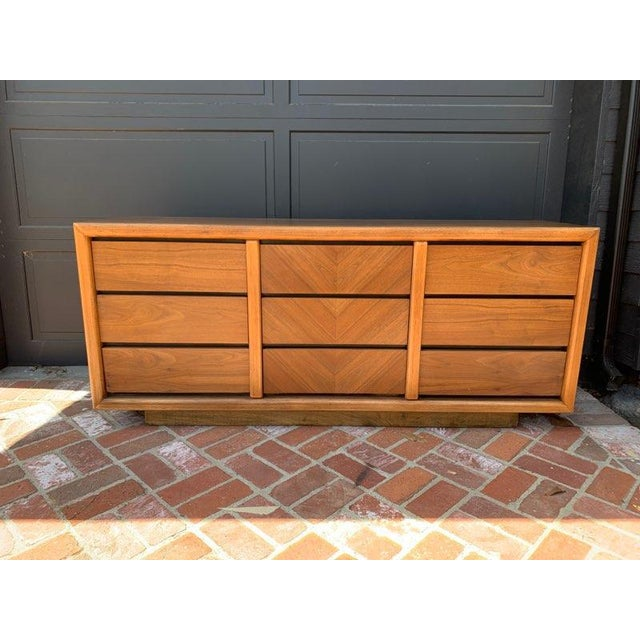 Mid-Century Modern MCM Lane 9-Drawer Dresser With Chevron Drawers For Sale - Image 3 of 9