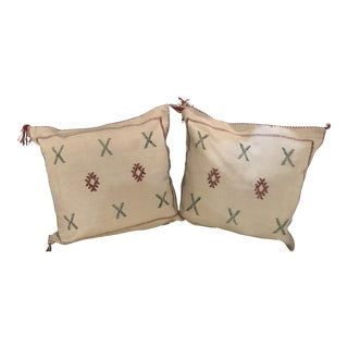 Moroccan Hand-Loomed Wool Off-White Pillows - a Pair For Sale