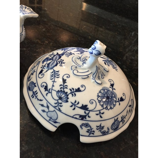 Ceramic 1920s Chinoiserie Bohemia D Zwiebelmuster Covered Tureen For Sale - Image 7 of 12