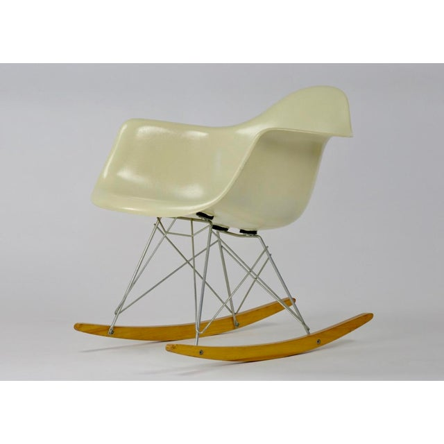 Mid-Century Modern Eames Rocking Chair RAR in Parchment For Sale - Image 3 of 11