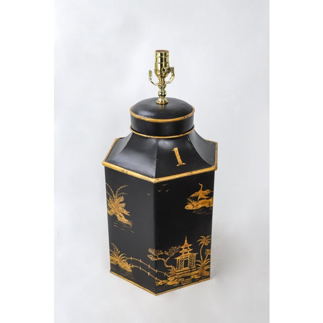 Asian No. 1 Chinoiserie Handpainted English Export Hexagonal Tole Tea Caddy Lamp For Sale - Image 3 of 6