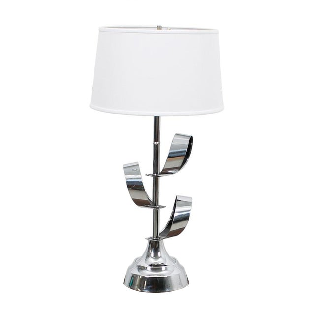 Mod '70s Chrome Table Lamp With Ribbon Motif For Sale